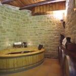 La Sala Baco del Wine Oil Spa nos permite relajarnos con un baño de vino (Foto: Wine Oil Spa)