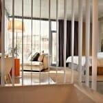 Vista de una de las modernas y luminosas habitaciones del hotel Viura