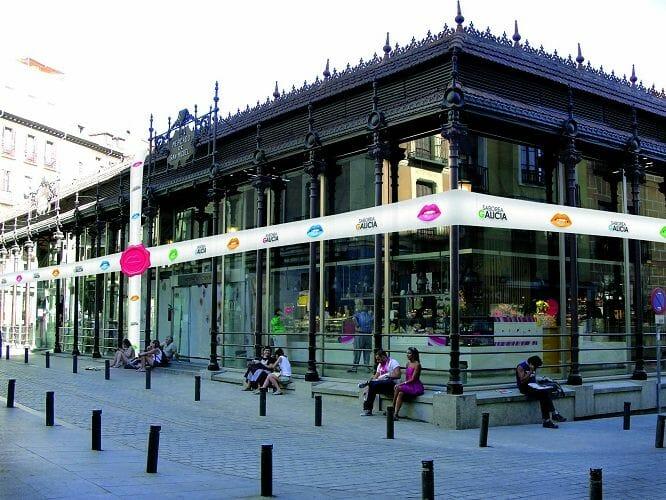 El Mercado de San Miguel será engalanado para Saborea Galicia con una gran cinta exterior a modo de paquete regalo