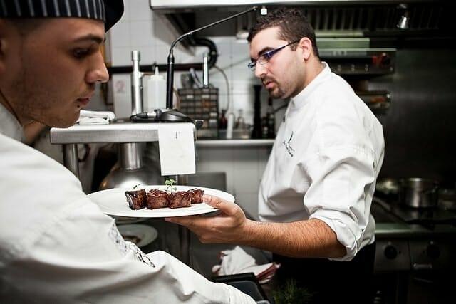 Con esta iniciativa se ofrecerá una experiencia gastronómica a la vez que se hará posible la participación de Juan Andrés en el certamen mundial