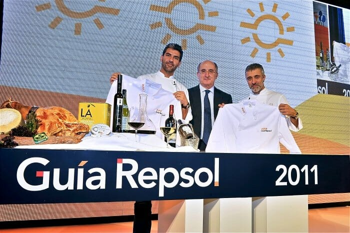 Paco Roncero y Sergi Arola durante la presentación de la Guía Repsol 2011