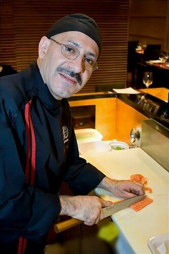 David Juárez, en la barra de sushis de Tsunami