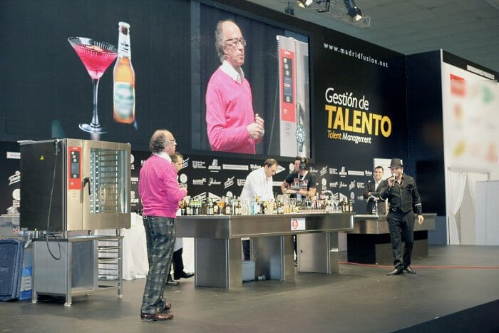 El conocido mixólogo, durante la presentación de sus cócteles con cerveza en Madrid Fusión 2011