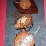 Trío de cocolates: cremoso, sorbete y pastelito