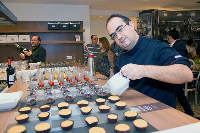 Ignacio Garbayo durante la inauguración de su escuela de cocina