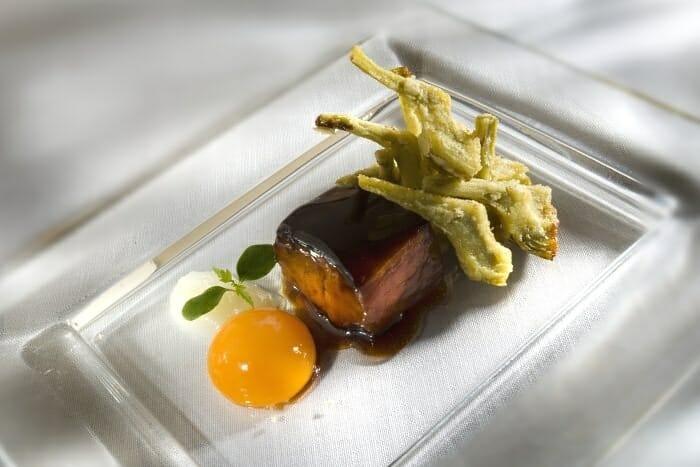 Alcachofas de Tudela, Huevo de gallina de coral y fondo de tuétano