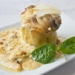 Canelones rellenos de pescado en salsa de setas, gratinado con queso