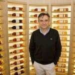 José Polo en uno de los rincones más especiales de la bodega de Atrio, que cuenta con más de 35.000 botellas