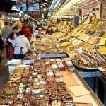 Uno de los puestos de dulces y chucherías de La Boquería