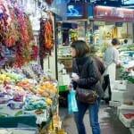 La Boquería está llena del color que le otorga su variada oferta alimentaria