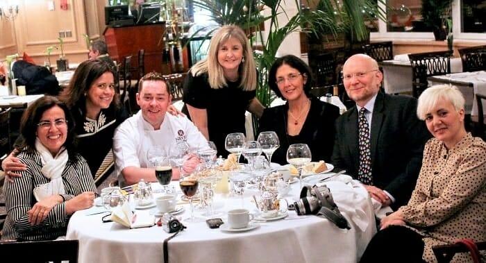 Imagen tomada durante la cena, junto a los embajadores de irlanda, Never Maguire, Celina, Alejandra y Cristina