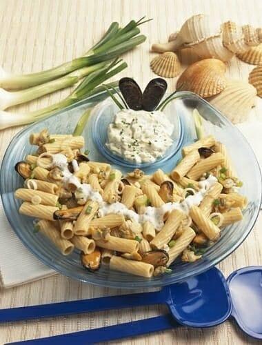 Ensalada de pasta con mejillones y berberechos