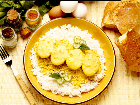 Huevos al curry con arroz