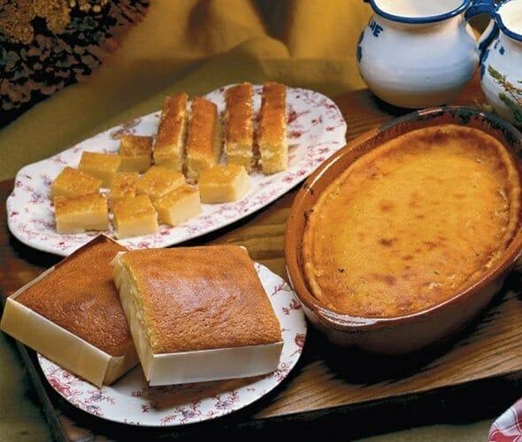 La mantequilla, hecha con leche de los Valles Pasiegos, es la base para la elaboración de los productos más conocidos de la comarca: la quesada y los sobaos pasiegos