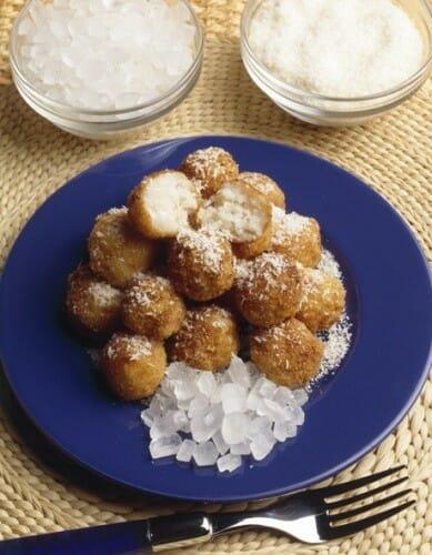 Albóndigas de arroz con leche y coco rallado
