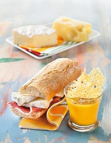 Crema de verduras y Emmental y bocadillo de Camembert con jamón
