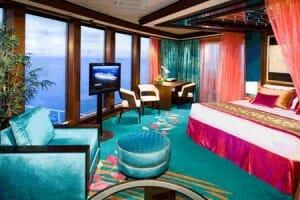 Hay multitud de cabinas disponibles, algunas de ellas muy lujosas, que permiten disfrutar del paisaje y de una total intimidad a bordo del navío