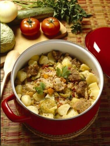 Estofado de tomate, patata y cebolla