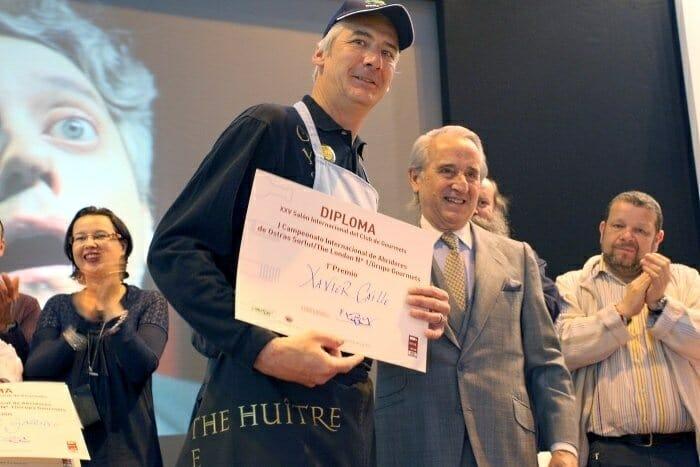 El master abridor freelance belga Xavier Caille ganó el I Campeonato Internacional de Abridores de Ostras de España