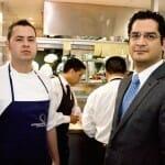 Andrés Rodríguez, jefe de cocina de Astrid y Gastón Madrid, junto a Miguel Novoa, director del establecimiento