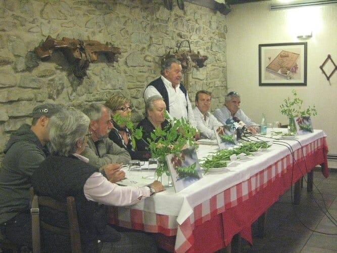 Images de algunos de los integrantes de la Cofradía del Guisante durante la Asamblea que coincidió con su primer aniversario