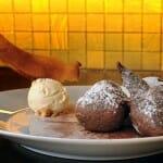 Buñuelos de chocolate con sorbete de pimienta de Sechuán