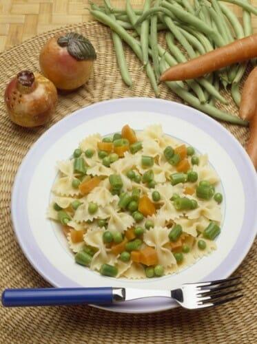 Lazos de pasta con verduritas