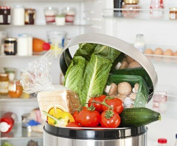 Los europeos tiramos a la basura el 20% de la comida que compramos