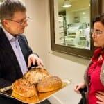 Manuel Sellarés, director comercial de la panadería, nos mostró algunas de las variedades que ofrecen a sus clientes