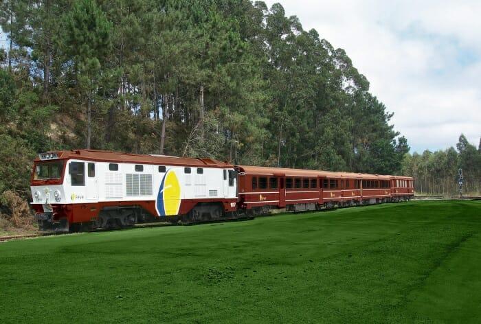 Viaje a bordo del tren El Histórico de Feve