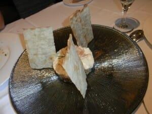 Ensaladilla rusa con chamuro y mayonesa de almendras