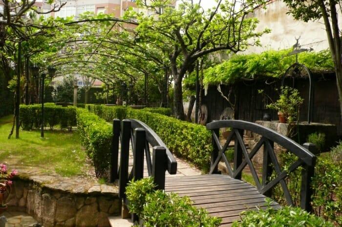 Restaurante Adega de Emilio, un placer caminar por su patio