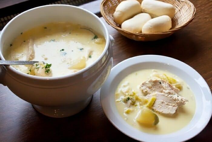 El Waterzooi es un guiso elaborado con pescado de río de Gante o con pollo, además de una exquisita salsa de nata y mantequilla