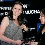 Carla Gallego García recogió el premio otorgado a Gijón como destino turístico CON mayor promoción gastronómica