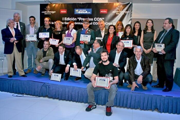Foto de familia de los premiados en la I Edición de los Premios CON otorgados en la primera edición