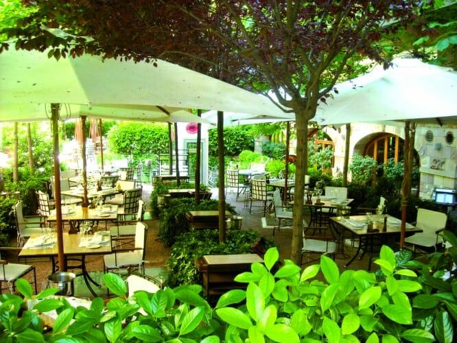 Las mejores terrazas de verano para tapear cenar y salir for Terrazas aire libre