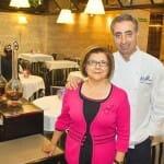 Luis Alberto Martínez Abascal y su mujer, María Jesús Gil Garcia, en la sala de Casa Fermín