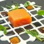 Taco de salmón ahumado con yogur, aceite de vainilla y germinados de Casa Fermín