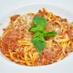 Spaguettis con salsa de tomate natural