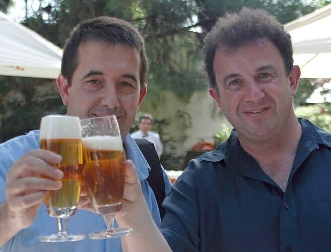 Compartir una cerveza con una tapa en compañía de los nuestros sigue siendo para muchos la mejor forma de disfrutar del verano