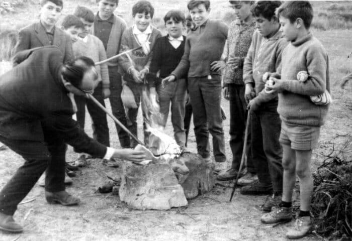 El Tostón con castañas es una fiesta tradicional que se celebra en los pueblos del Sur de España (Imagen: Archivo de fotografías antiguas del Centro Guadalinfo de Grazalema)