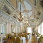 El Salón de los espejos permite disfrutar de un desayuno espectacular en un entorno que no lo es menos