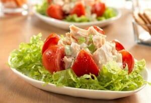 La carne de pollo, en preparaciones saludables, tiene un contenido calórico reducido