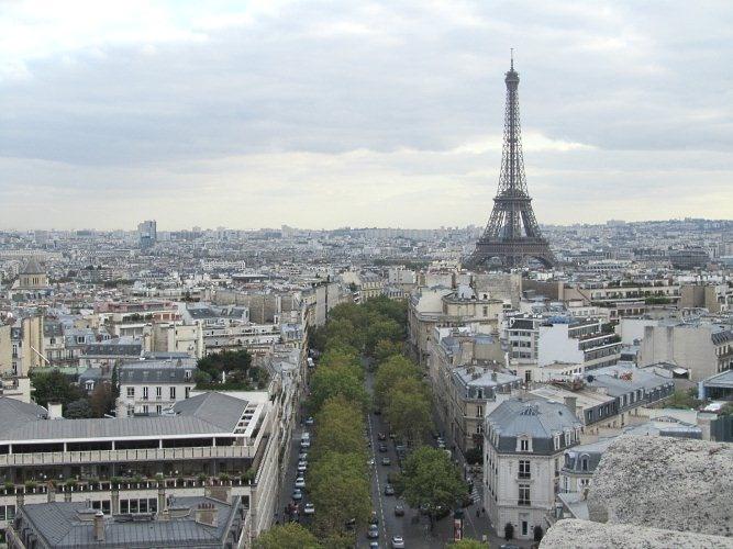 Vista de la Torre Eiffel desde el Arco del Triunfo