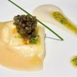 Ravioli de Ricota ahumada con caviar, anchoa y aceitunas