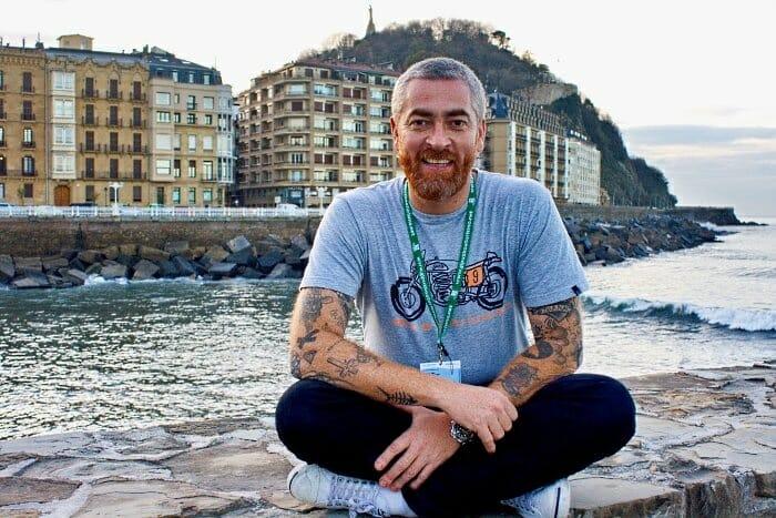 Alex Atala junto al mar en San Sebastián