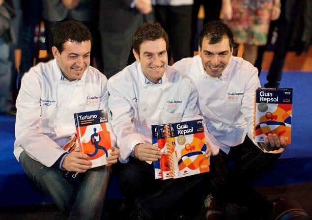 Los tres nuevos chefs con tres soles compartieron su alegría con los presentes