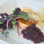 Cuajada de foie gras con velo, caviar de vino tinto y pan de semillas