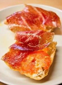 Pan de Cristal con ibérico, tomate y aceite de oliva