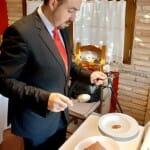 Carlos Echapresto prepara el Bacalao asado en barro con fritada